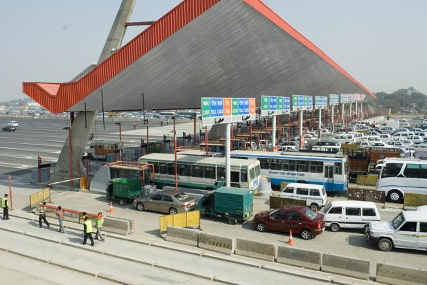 The Delhi high court on Wednesday ordered the dismantling of a toll plaza on the Delhi-Gurgaon Expressway, which had caused huge traffic jams. Photo: Mint