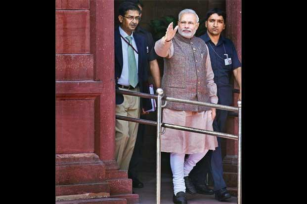 essay the wear and tear of the modi kurta livemint narendra modi in his first appearance at the prime minister s office photo sonu mehta