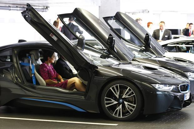 Bmw I8 Hybrid S Sci Fi Looks Leave Tesla In Shadows Livemint