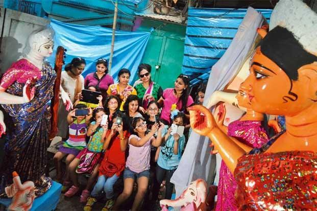 photo essay   kumartuli calls the shots   livemintfrom photographers to college students and schoolchildren  everyone wants to take a picture of the durga idols being made in kumartuli in north kolkata