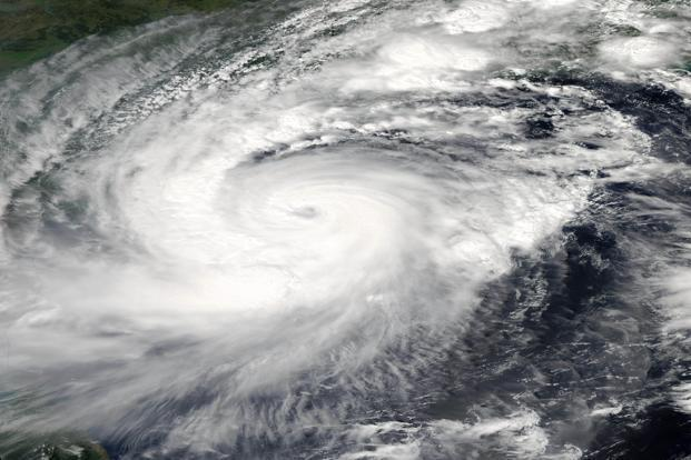 blizzard triggered by cyclone hudhud kills 12 in nepal