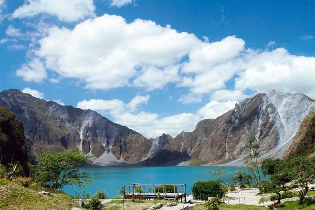 The Mount Pinatubo crater. Photographs from Thinkstock