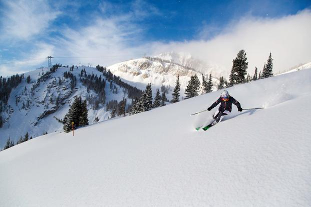 Jackson has relatively few trees, and compared with many resorts, much more of its impressive acreage is skiable, with one powder-filled bowl after the next, spanning an awesome 2,500 skiable acres.