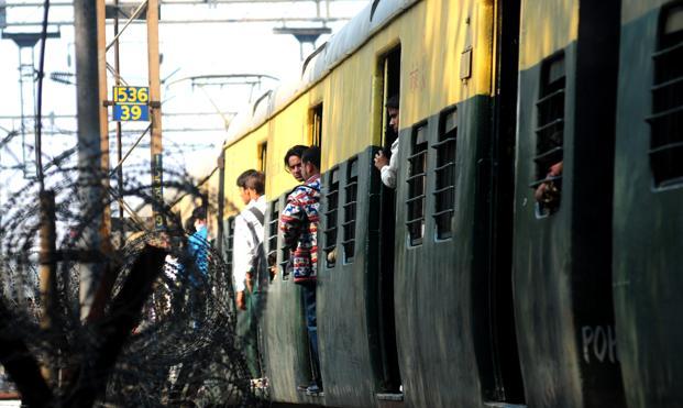 Low railway freight volume reflects weak economy