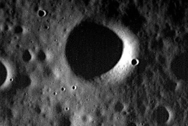 This image obtained from Nasa on 30 April shows the surface of Mercury in one of the last images taken by the Messenger spacecraft on 29 April. Photo: AFP