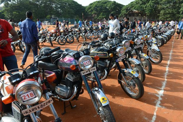 photo essay the r ce of the jawa slideshow livemint around 700 jawa and yezdi motorcycles restored by passionate mechanics are currently found on