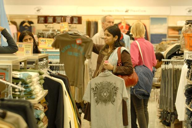 Traditional retailers contemptuously refer to non-linear buyers as 'fit lifters' because they check out the fitting and size in a bricks-and-mortar store, but order online. Photo: Indranil Bhoumik/Mint