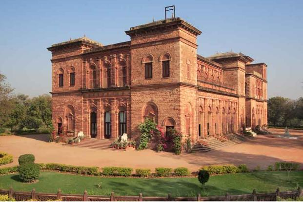 Who owns India's palaces?