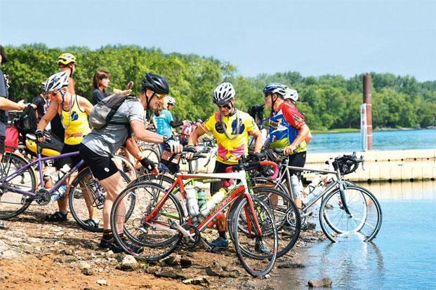 Ragbrai participants dipping their front wheels in the Mississippi at the end of the ride on 25 July. Photo: Courtesy The Des Moines Register