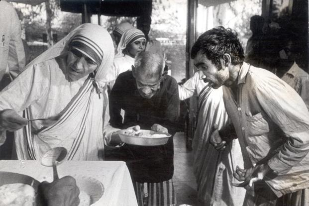 Paying homage to Mother Teresa on her 105th birthday ... Mother Teresa With The Poor