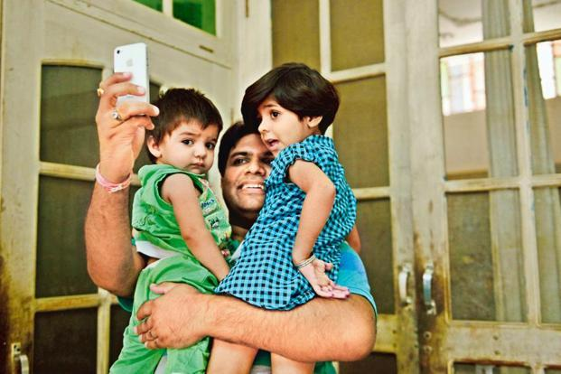 Sunil Jaglan taking a selfie with his daughters. Photo: Pradeep Gaur/Mint