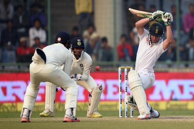 South Africa's AB de Villiers (right) during the fourth day of the fourth Test cricket match between India and South Africa at the Feroz Shah Kotla stadium in New Delhi on 6 December, 2015. Photo: AFP