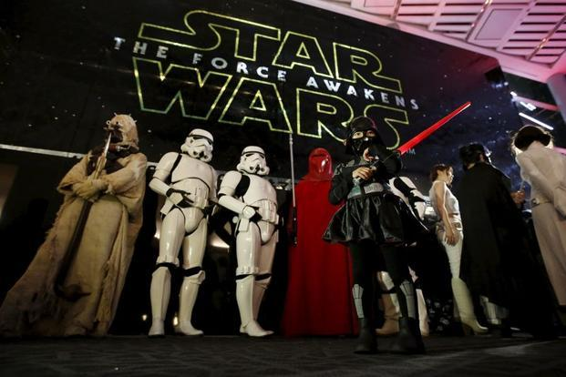 star wars the force awakens races to 1 billion at record pace