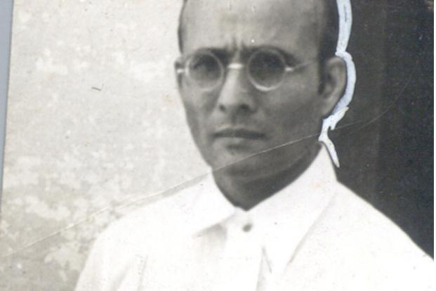 veer savarkar essay Thus it has become fashionable on the left to pit bhagat singh against savarkar  on the grounds that the former never pleaded for clemency.