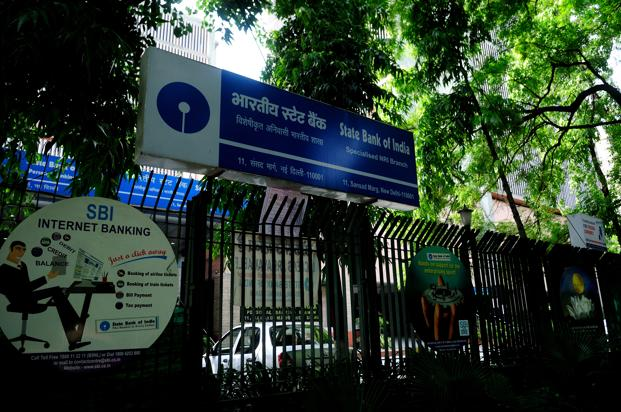 SBI has announced seven MCLRs of varying maturity in the range of 8.95% (overnight) to 9.35% (two years), which is not much lower than the base rate of 9.3%. Photo: Pradeep Gaur/Mint