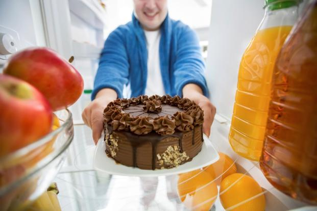 Overweight people are more likely to make unhealthier choices when they have real food in front of them. Photo: iStock