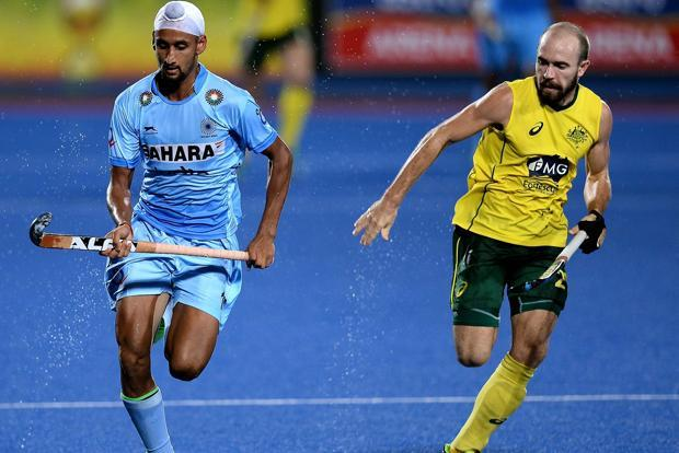 Australia's Matthew Swann (right) vies for the ball with Mandeep Singh of India during the final match of the 2016 Sultan Azlan Shah men's field hockey tournament at Azlan Shah stadium in Ipoh on 16 April. Photo: AFP