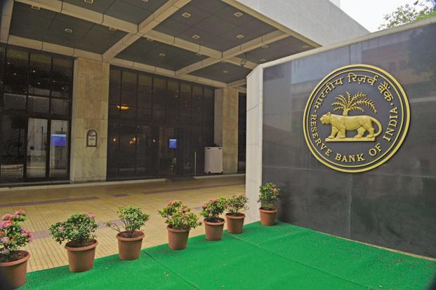 RBI had issued draft guidelines on wealth management and marketing and distribution services offered by banks in June 2013 and had sought comments from the market. Photo: Mint (Mint)
