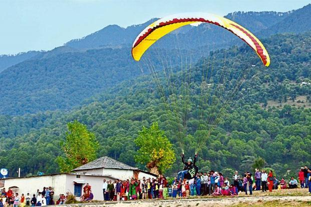 Paragliding in Uttarakhand. Photo: Shyam Sharma/Hindustan Times