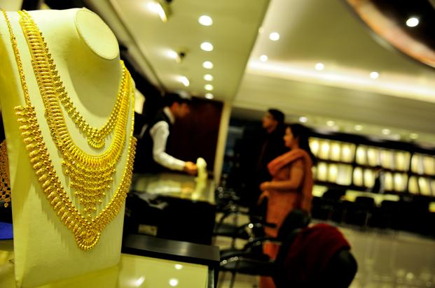 Globally, gold rose 0.7% to $1,274.65 an ounce in Singapore. Photo: Priyanka Parashar/Mint