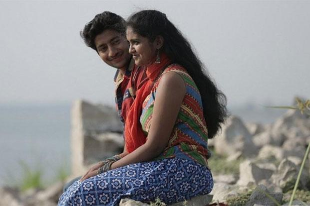After notching up collections of <span class='WebRupee'>Rs.</span>25.50 crore in the first week, Sairat, starring Rinku Rajguru and Akash Thosar, increased its screen count from 400 to 450 in the second week, minting an additional <span class='WebRupee'>Rs.</span>15.61 crore.