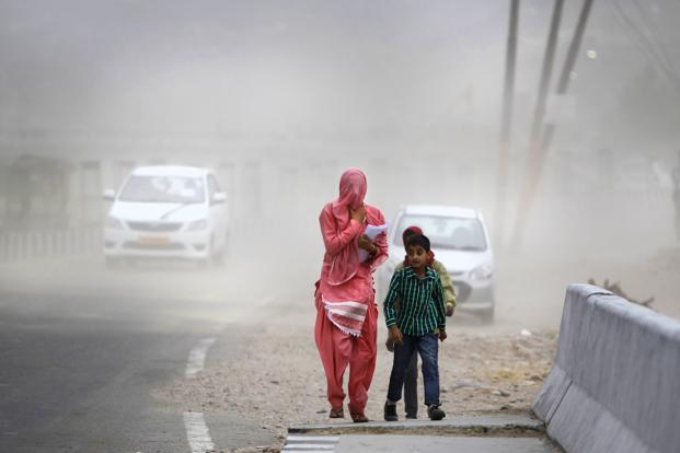 In the capital city of Delhi, weather stations recorded temperatures between 43°C and 45°C, according to IMD data. Photo: AP