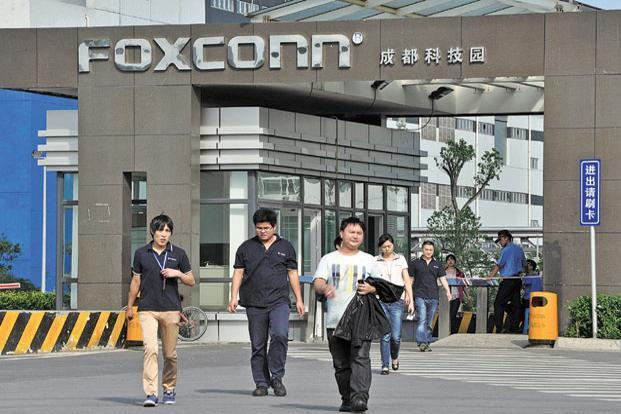 The news this week that component maker Foxconn is planning to replace 60,000 workers in China with robots needs more attention, especially in India. Photo: Reuters