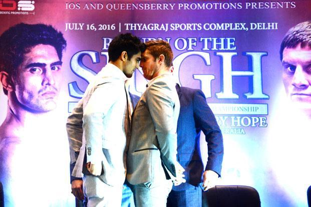 Vijender Singh (left) and Kerry Hope. Singh surprised many by turning pro at 29 (he's 30 now)—a late age for a boxer to make the switch. Photo: Ramesh Pathania/Mint