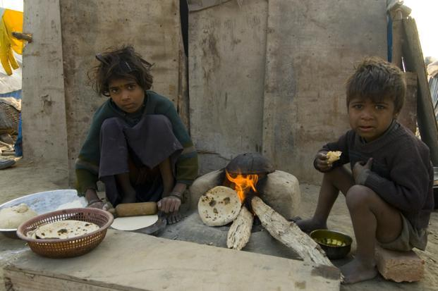 Globally, children in the poorest 20% of the population are twice as likely to die before age five than children in the richest 20%. Photo: Hindustan Times