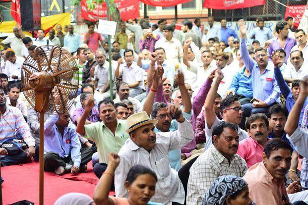 Some central government employees unions, including those in railways, roads, defence and income tax departments, have given a strike call on 11 July. Photo: Priyanka Parashar/Mint