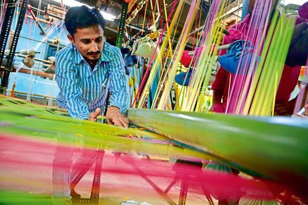 A weaver at The Handloom School, Maheshwar. Photo: Pradeep Gaur/Mint