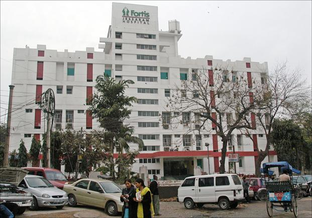 Fortis Healthcare's revenue rose 9% to Rs910 crore in the quarter ended 30 June.