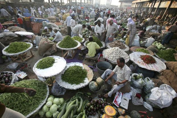 A file photo of a vegetable market. In July, the Bharatiya Janata Party-Shiv Sena government freed the sale of vegetables and fruits from the purview of the archaic Maharashtra Agriculture Produce Marketing (Regulation) Act. Photo: Reuters