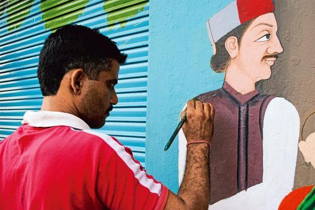 Artist Sushil Kumar at work in Gunehar's market square: Photographs courtesy 4tables