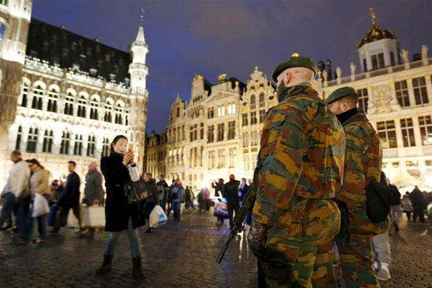 Belgian soldiers at a Christmas market in Brussels' Grand Place last year. Photo: Francois Lenoir/Reuters