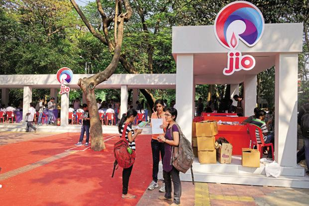 Reliance Jio announced monthly tariff plans based on data consumption. Over and above the tariff plan, was the announcement of 25% discount for students.  Photo: Abhijit Bhatlekar/Mint
