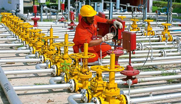 ONGC's total oil output fell to 6.34 million tons in the first quarter from 6.48 million a year ago, while gas production slipped 5.6% to 5.49 billion cubic meters. Photo: AP