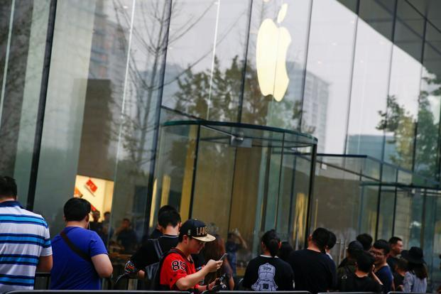 People line up outside an Apple store to purchase the new iPhone 7, in Beijing, China. Photo: Reuters