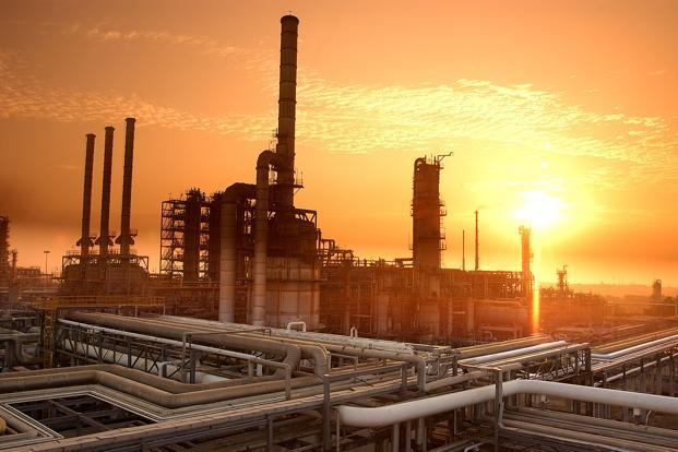 India refiners cutting Iran oil import volumes over Sept, October