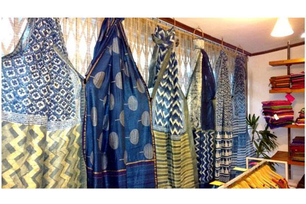 The Dastkari Haat Samiti will showcase handloom saris.