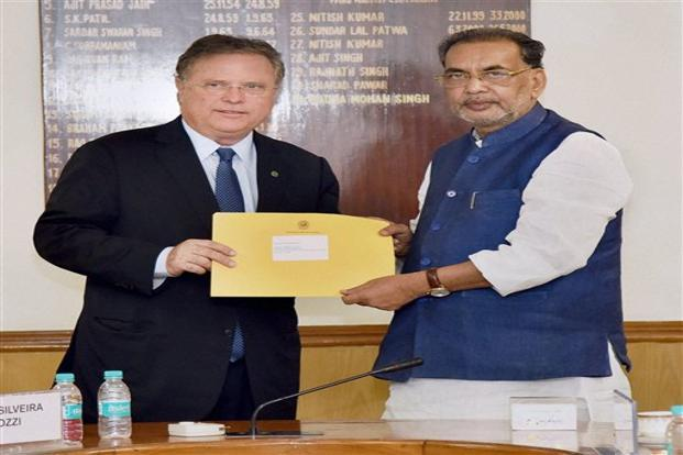 Brazilian agriculture minister Bliaro Maggy (left), with the Union minister for agriculture and farmers' welfare, Radha Mohan Singh, in New Delhi. Photo: PTI