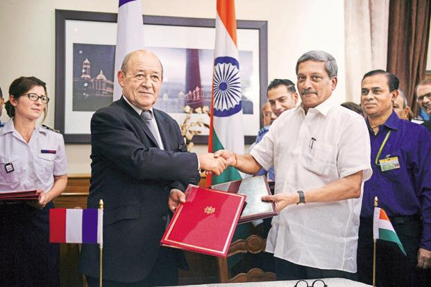 French defence minister Jean Yves le Drian (left) and India's defence minister Manohar Parrikar after signing the deal to purchase 36 French Rafale fighter jets in New Delhi on Friday. Photo: AP
