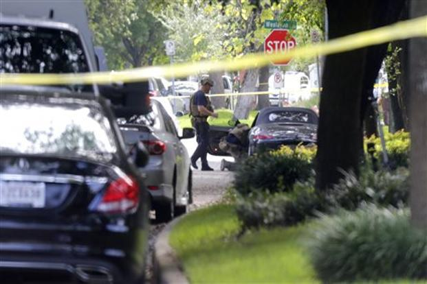Houston gunman had 2 weapons thousands of rounds at scene for Texas motor vehicle record
