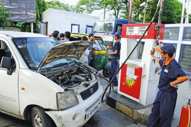 The consumer price of CNG would be  <span class='WebRupee'>Rs.</span>33.95 per kg in Delhi and <span class='WebRupee'>Rs.</span>39.10 per kg in Noida, Greater Noida & Ghaziabad during 12 am to 5 am at the select CNG stations. Photo: Sushil Kumar/HT