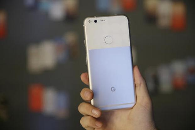 Google has confirmed that the Pixel and the Pixel XL will be up for pre-orders on online retailer Flipkart, from 13 October, with shipping commencing later this month. Photo: AP
