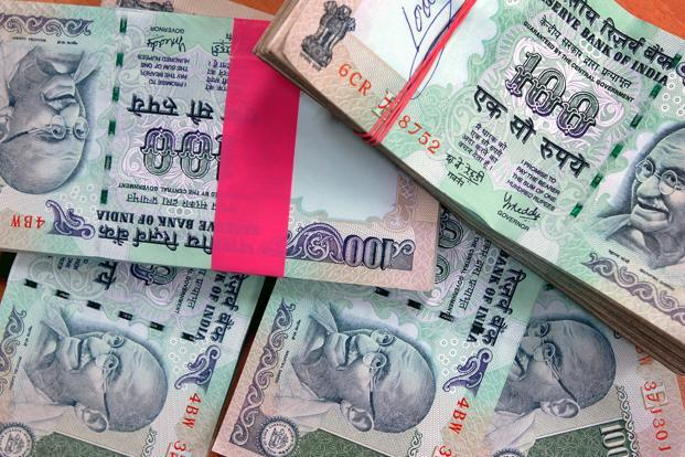 The latest data from the Reserve Bank of India (RBI) shows that, as on 16 September 2016, currency with the public was growing at 17.7% from a year ago. Its rate of growth a year back was a comparatively mild 11.4%. Photo: Bloomberg