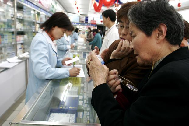 Chinese consumers remained a prop with retail sales rising 10.7% last month from a year earlier, matching economists' median forecast. Photo: Bloomberg