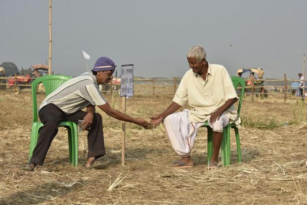 Mamata Banerjee restores Singur farmers' rights after a ...