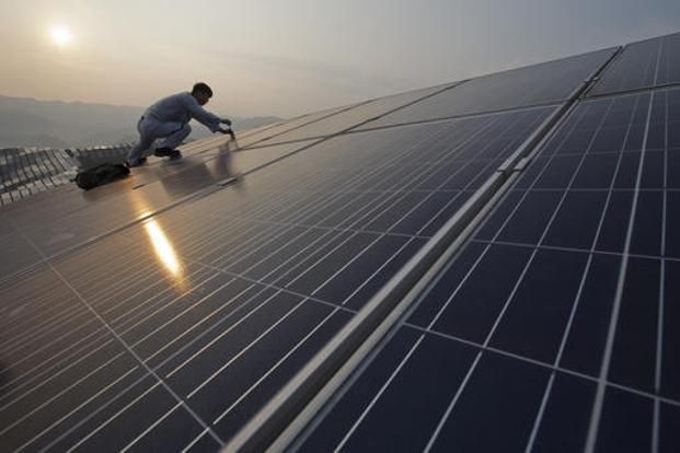 About 500,000 solar panels were installed each day across the globe in 2015, according to the report. Photo: AP