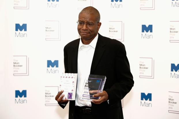 Paul Beatty, winner of the 2016 Man Booker Prize, poses with his novel 'The Sellout' at The Guildhall on 25 October 2016 in London. Photo: Reuters